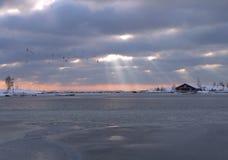 Faisceaux par des nuages Images libres de droits