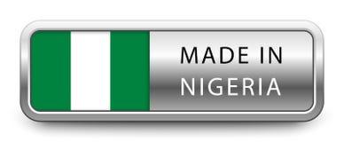 FAIT DANS l'insigne métallique du NIGÉRIA avec le drapeau national d'isolement sur le fond blanc illustration libre de droits