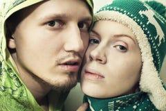 Fait face à de jeunes couples dans l'amour Photo stock