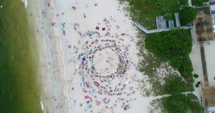Fait : Foule de plage banque de vidéos