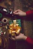 ` Fait main s de nouvelle année ou cadeaux et décorations de Noël avec un v Photos libres de droits