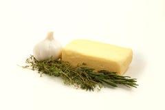 Fait maison frais de beurre d'ingrédients d'herbe de thym d'ail composé de romarin Photographie stock