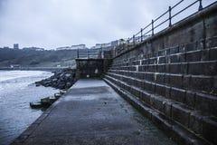Fait un pas le passage couvert sur le bord de l'océan Photographie stock libre de droits