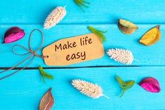 Faites à la vie le texte facile sur l'étiquette de papier images stock