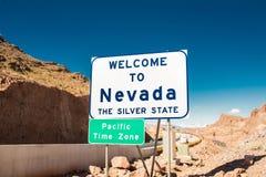 Faites bon accueil au Nevada au signe argenté d'état photos stock