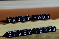 Faites confiance à vos idées folles sur les blocs en bois Concept de motivation et d'inspiration photo stock