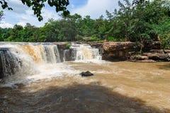 Faites de la frivolité la cascade de tonne dans la saison des pluies tôt chez Chaiyaphum Thaïlande Photographie stock