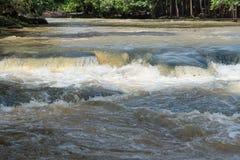 Faites de la frivolité la cascade de tonne dans la saison des pluies tôt chez Chaiyaphum Thaïlande Photo libre de droits