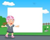 Faites du roller la fille dans le cadre horizontal de parc Image libre de droits