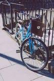 Faites du vélo avec des autocollants d'oui en faveur d'abroger l'amendement a de Th Photographie stock
