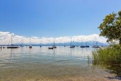 Faites du vélo le chemin autour du lac Chiemsee, Bavière, Allemagne Images stock