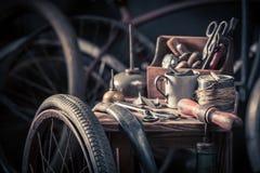 Faites du vélo le service de difficulté avec des outils, des roues et le tube photos stock