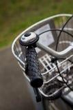 Faites du vélo un porte-bagages Photo stock