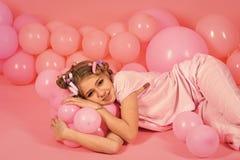 Faites face à la petite fille ou à l'enfant de mode en votre site Web Portrait de visage de petite fille dans votre advertisnent  Images libres de droits