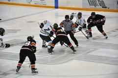 Faites face hors fonction dans le jeu de hockey sur glace Images libres de droits