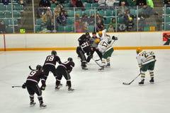 Faites face hors fonction dans le jeu de hockey sur glace Images stock