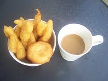 Faites frire le maquereau que la nourriture est urgente Photo libre de droits