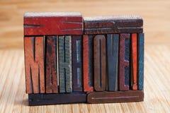 Faites l'amour, écrit les lettres texturisées en bois Photos stock