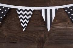 Faites la fête les drapeaux d'étamine de triangle accrochant sur la corde Photos stock