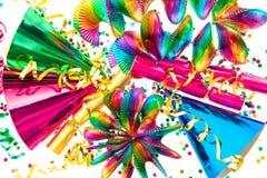 Faites la fête les guirlandes, flamme, biscuit, chapeaux, confettis Images libres de droits