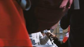 Faites la fête une entrevue de macron par la télévision de central des Frances 3 banque de vidéos