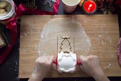 Faites la pâte de biscuit de Noël Photo libre de droits