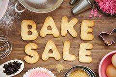 Faites les biscuits cuire au four de vente photographie stock libre de droits
