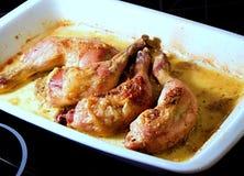 Faites les pattes cuire au four de poulet. photographie stock