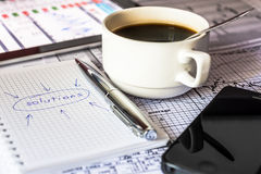 Faites les solutions des affaires, travail dans le bureau photos stock