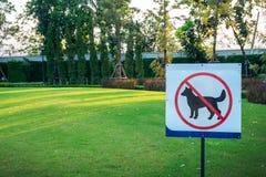Faites pas les chiens permis le signe images libres de droits
