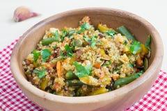 Faites sauter à feu vif avec les légumes et le quinoa Images libres de droits