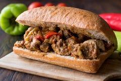 Faites sauter le sandwich à viande de la Turquie avec du pain de ciabatta photographie stock libre de droits