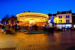Faites signe le carrousel brouillé la nuit à Waterford, Irlande photographie stock