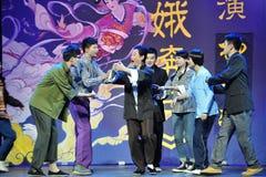 Faites un arc avec des mains pliées dans le manteau d'avant-Jiangxi OperaBlue Image libre de droits