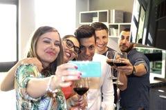 Faites un selfie avec le téléphone portable Photographie stock libre de droits