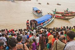 The faith of the people to the ferry to Wat Klang Nam Stock Images