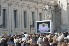 Faithful hear the words of the Pope Stock Photo