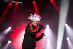 Faixa britânica Jamiroquai que executa na fase no festival de música em Portugal, 2017 do jazz-funk imagens de stock royalty free