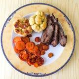 Faixa da carne com vegetais fotos de stock