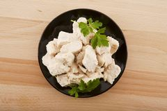 Faixa da galinha com salsa no prato Foto de Stock