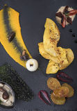A faixa da galinha serviu com puré da abóbora e cozeu batatas em uma opinião da placa 3top da ardósia Fotos de Stock