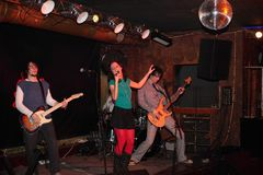Faixa da música rock no estágio Foto de Stock Royalty Free