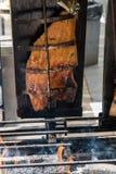 Faixa de fumado salmon em uma madeira no assado Imagens de Stock Royalty Free