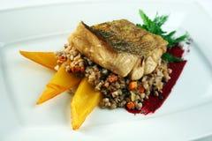 Faixa de peixes com papa de aveia do trigo mourisco Imagens de Stock Royalty Free
