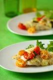 Faixa de peixes cozida com tomate Foto de Stock