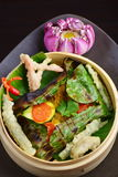 Faixa de peixes do luciano wraped na folha da banana Fotografia de Stock Royalty Free