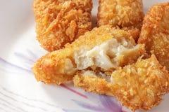Faixa de peixes fritada no prato. Imagens de Stock Royalty Free