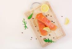 Faixa de peixes vermelhos Faixa salmon fresca Vista superior Fotos de Stock Royalty Free