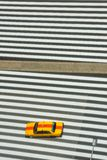 Faixa de travessia do táxi do táxi do Tóquio, cruzamento de zebra de cima de imagens de stock