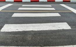Faixa de travessia na estrada asfaltada Fotografia de Stock Royalty Free